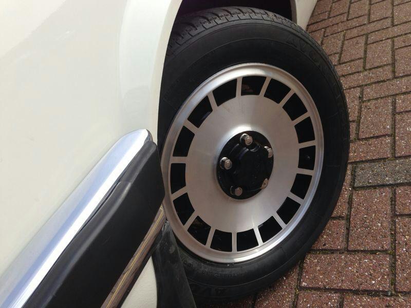 Ford Granada With Shining Alloy Wheels Diamond Alloys - Classic car wheels