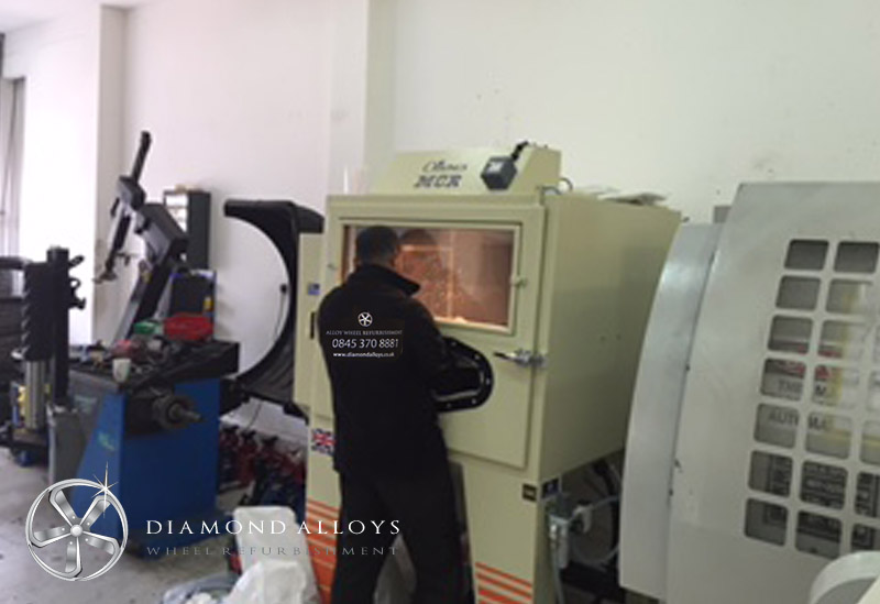 diamond-alloys-pressure-blast-cabinet-use